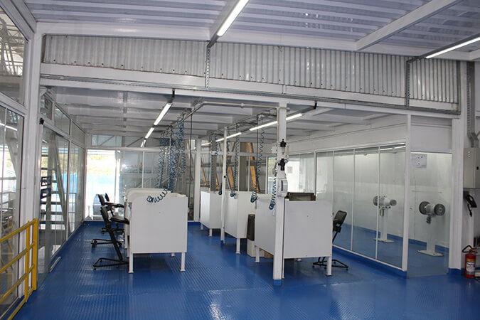 Ambiente de Fábrica com diversos balcões